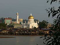 Brunei (Borneo): 'Ali Saifuddien Mosque' in Bandar Seri Begawan at sunset