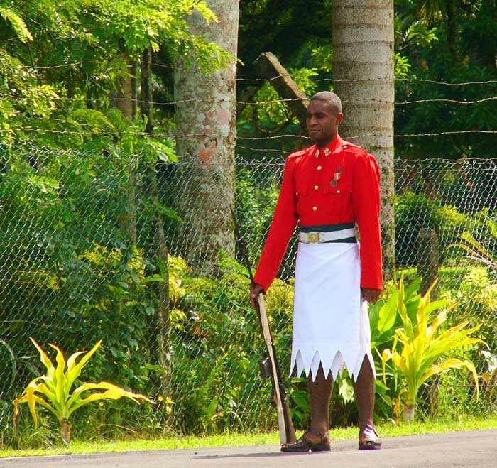 Suva/Fiji: Guard at the Parliament House