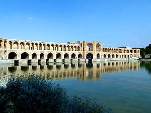 Iran/Esfahan: Khaju bridge over Zayandeh river