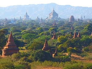Bagan/Myanmar: A steppe landscape littered by temples