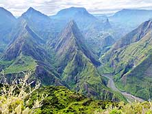 Réunion: View from Cap Noir/Dos d'Âne (near La Possession) into the Cirque de Mafate