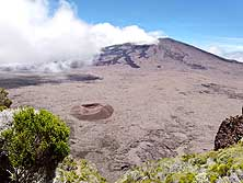 R�union: Volcan 'Piton de la Fournaise', in the foreground the small crater 'Formica L�o'