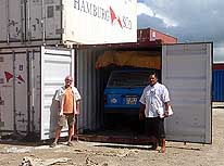 Tonga/Tongatapu: Our German friend Ernst (left) - living in Tonga - helps to stuff the LandCruiser on January 20th, 2010, into its 18th container, bound for Belawan near Medan on the Indonesian island of Sumatra