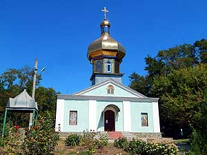 Ukraine: Roksolany along Dniestr-Liman: The churches with its 'golden' domes can be seen everywhere